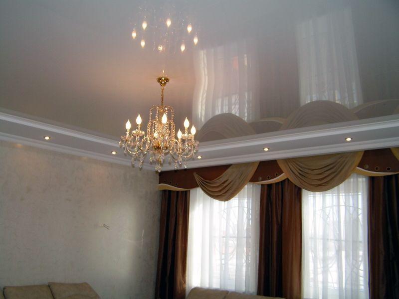 Натяжные потолки с глянцевой поверхностью на лоджию