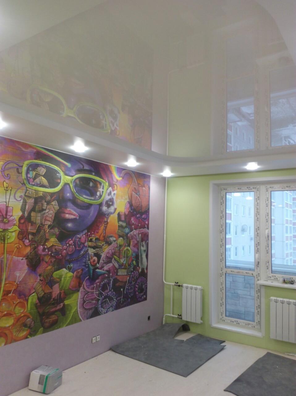 Натяжные потолки в маленькой комнате