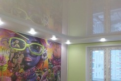 Натяжные потолки в комнату